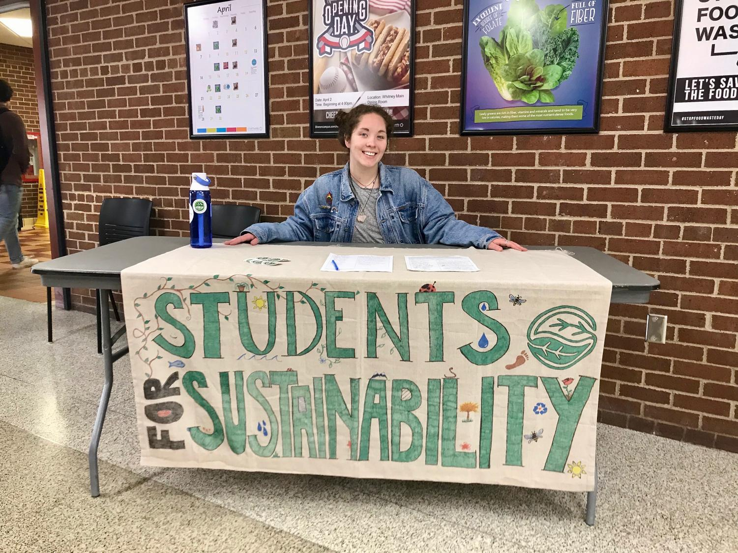 UWL Co-Chair of Students for Sustainability  Madelynn Makinster tabling in Whitney Dining Hall. Photo by Julia Balli.
