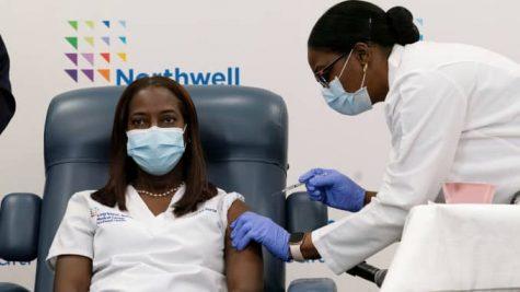 New York critical care nurse, Sandra Lindsay, receiving the Pfizer-BioNTech COVID-19 vaccine. Image retrieved from CNBC.