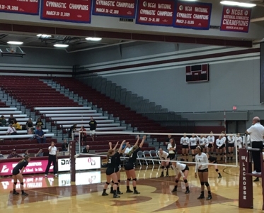 Women's Volleyball Makes Comeback Against Titans