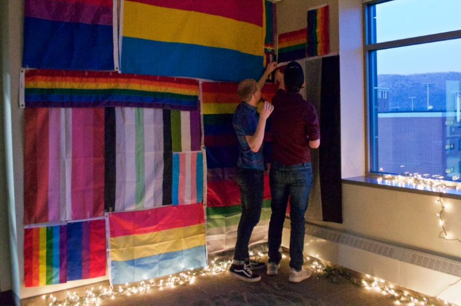 Decorating+for+Pride+Prom.+Photot+by+Carly+Rundle-Borchert.+